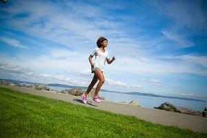 L'entrainement trail passe aussi par des séances sur route... © Brooks