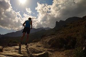 Fractionner en côtes lors de votre entrainement trail. © Brooks