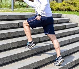 Courir dans les escaliers est d'une des solutions pour votre entrainement trail en ville. © Dollarphoto