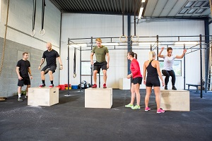 La PPG peut se pratiquer en groupe lors de votre programme course a pied. © Dollaphoto