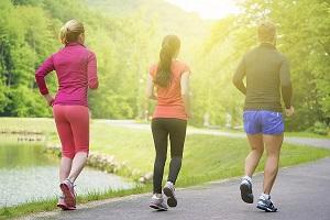 Conseil pour courir : l'échauffement doit être pratiqué à n'importe quelle saison. © Dollarphoto
