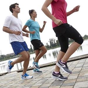 Conseil running : l'échauffement peut se pratiquer en groupe. © Kalenji Running
