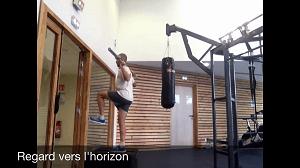 Conseils running : vous pouvez aussi réaliser cet exercice avec un banc. © Running & Trail
